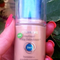 Sponsored Post: COVERGIRL Outlast Stay Fabulous 3-in-1 Foundation Challenge