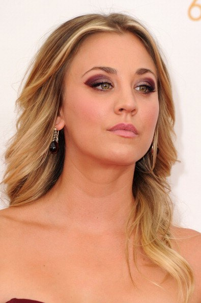 Get The Emmys Look: Kaley Cuoco's & Jane Krakowski's Gorgeous Red Carpet Make-Up