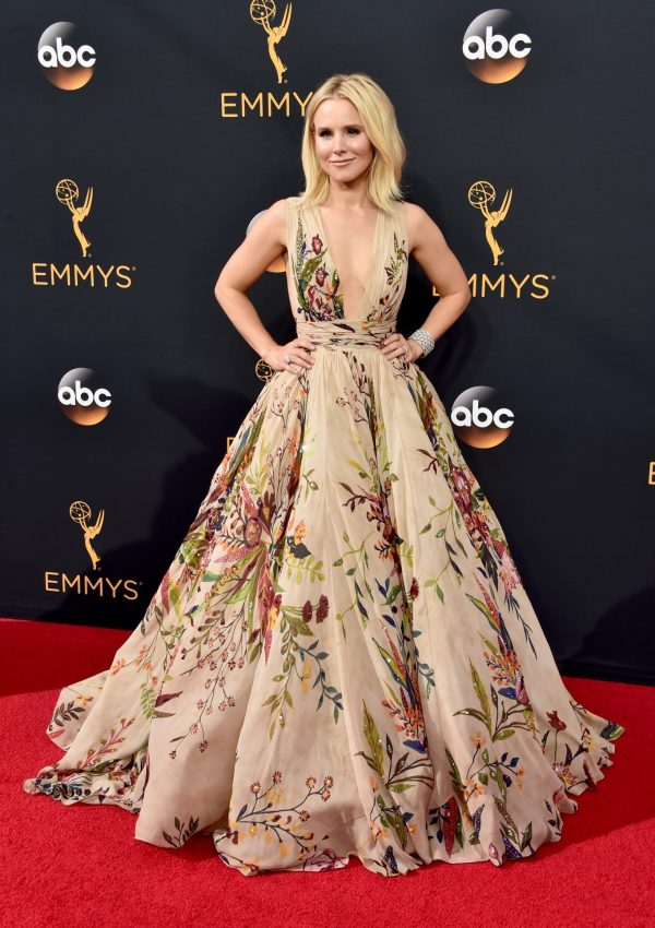 Kristen Bell Slays at The 2016 Emmy Awards: Fab Makeup & Hair Created with Neutrogena Products