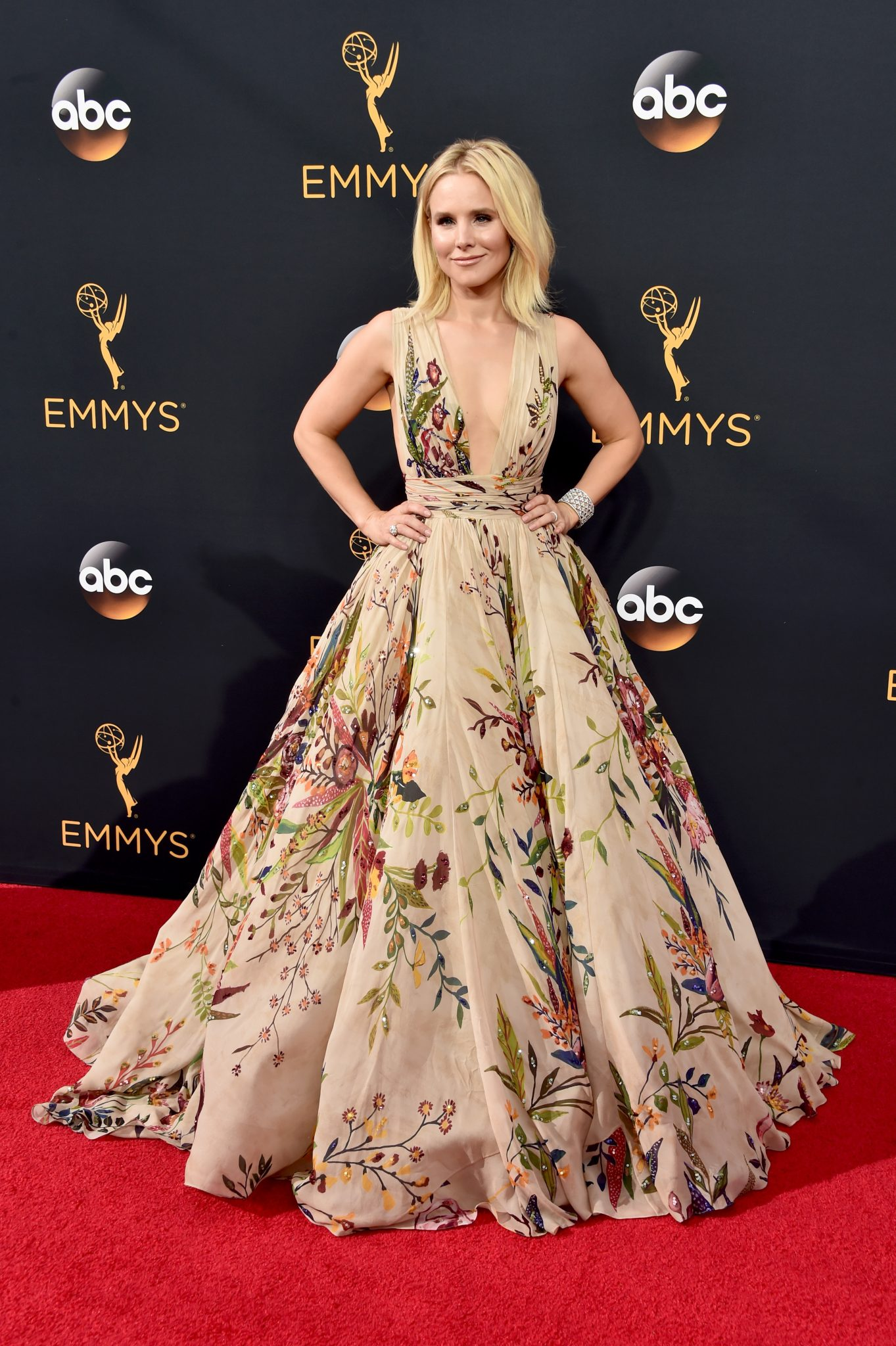 Kristen Bell Slays at The 2016 Emmy Awards: Fab Makeup & Hair Created with Neutrogena Products - Romy Raves