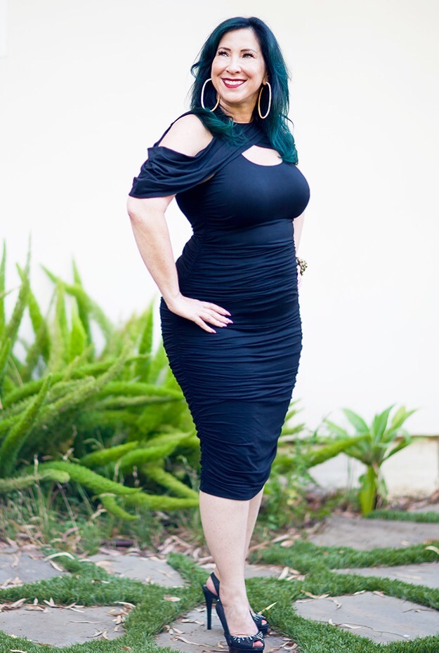Just in time for Fall, I've found a fabulous curve loving, stylish, slimming dress that will perfectly transition your look from warm Summer temps to the cooler Fall weather