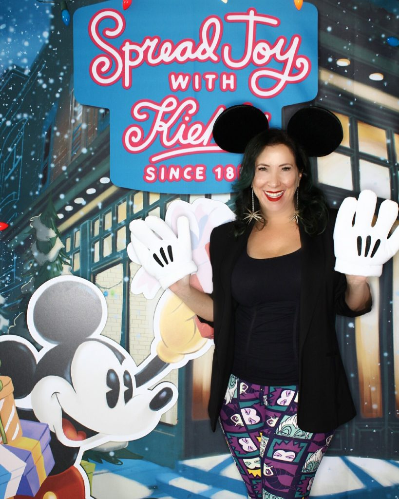 In honor of Thanksgiving, I've partnered with Kiehl's to giveaway 2 limited edition Disney gift sets that give 100% of the proceeds to Feeding America