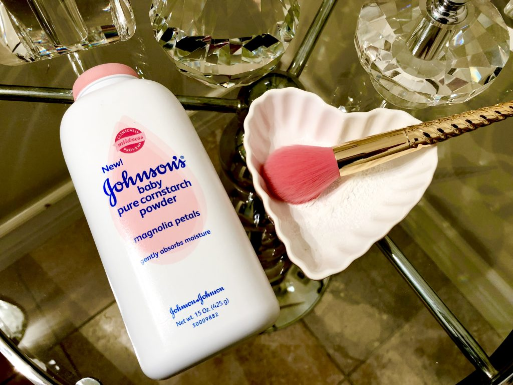 Did you know that you can use Johnson's Baby Powder to solve so many of your beauty challenges? Here are 5 Fabulous and Simple Beauty Hacks that you can easily do with Baby Powder.