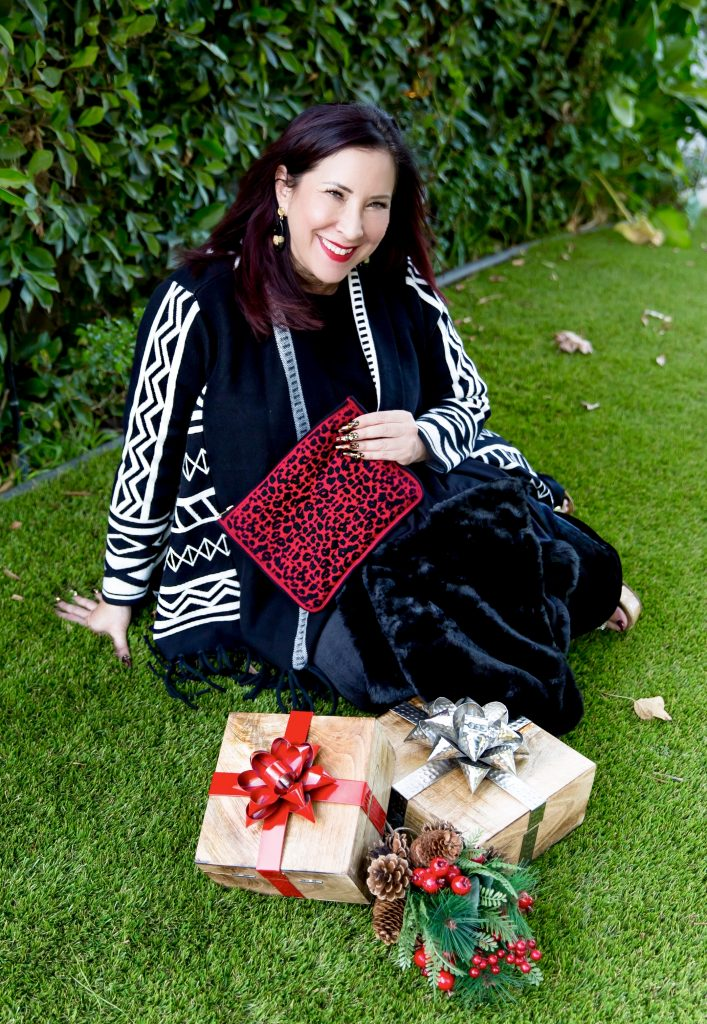 I adore sparkle and that's why I'm delighted to share my favorite festive looks & special gifts from Chico's that I'm giving this season